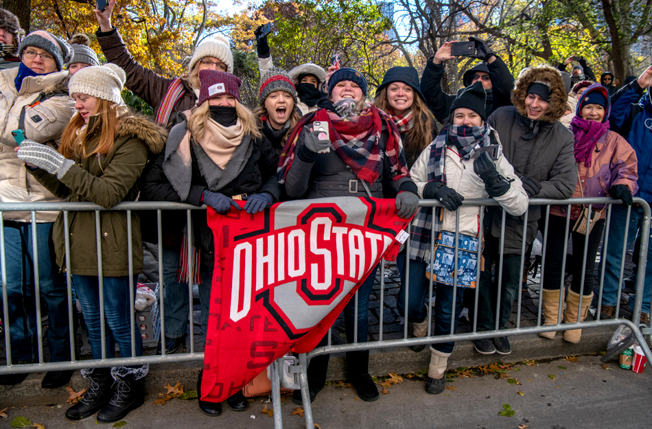 Ohio State fans cheer on the marching band along the parade route.
